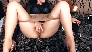 Horny Cam Slut Plays With Her Pussy On